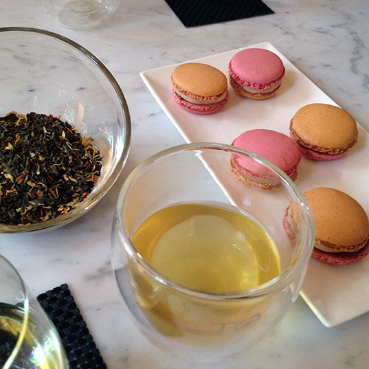 accord-the-macaron-pierre-herme-to-by-lipton
