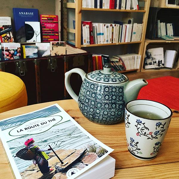 La fleur qui pousse l 39 int rieur la librairie salon de - Librairie salon de the ...